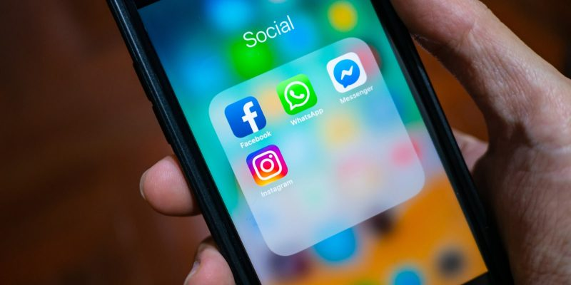 iPhone showing its screen with Facebook, WhatsApp, Messenger and Instagram application icons